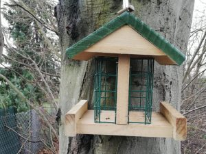 Vogelhaus, Futterstation